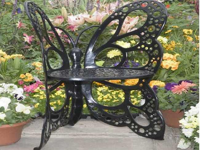 Muebles de hierro forjado la esencia de los jardines for Sillas de forja para jardin
