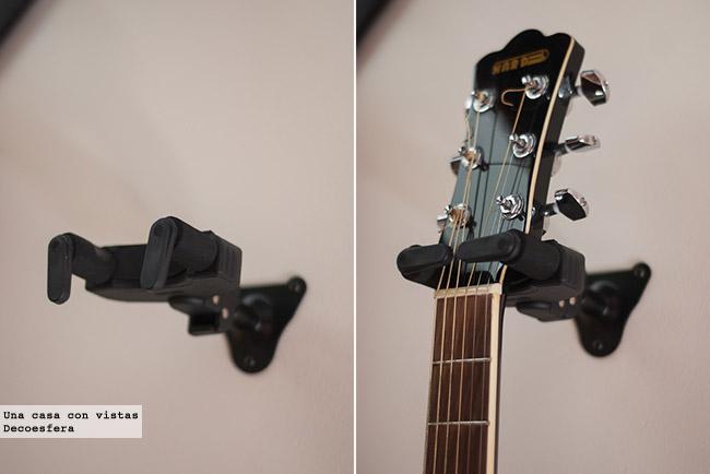 Una buena idea decorar con guitarras colgadas - Como colgar una manta en la pared ...