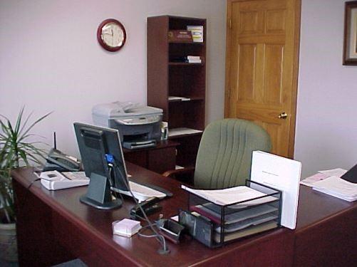 Oficina peque a recomendaciones de decoraci n for Como decorar una oficina pequena