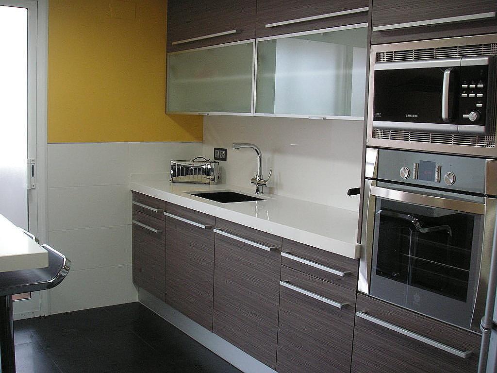 Ventajas de poner muebles marrones en la cocina for Colocar muebles de cocina
